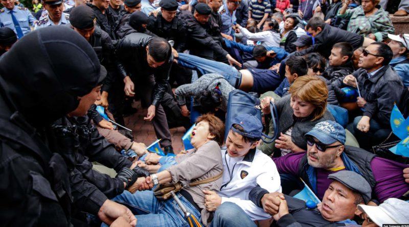 За участие в митингах за пару дней адмсуды осудили 957 человек