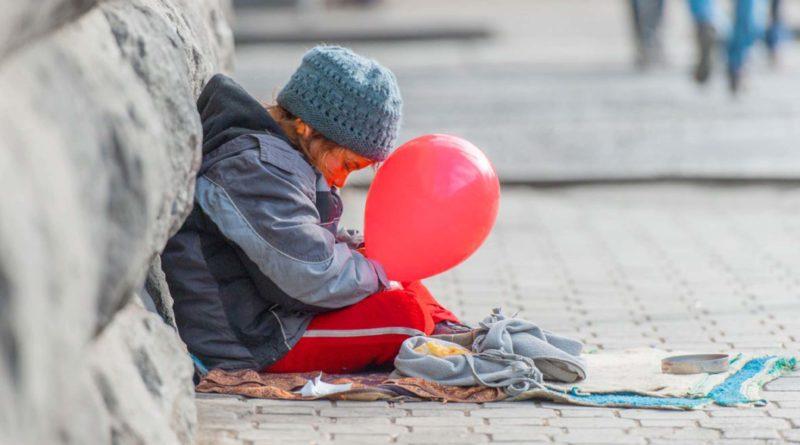 Аружан Саин предложила фотографировать детей-попрашаек