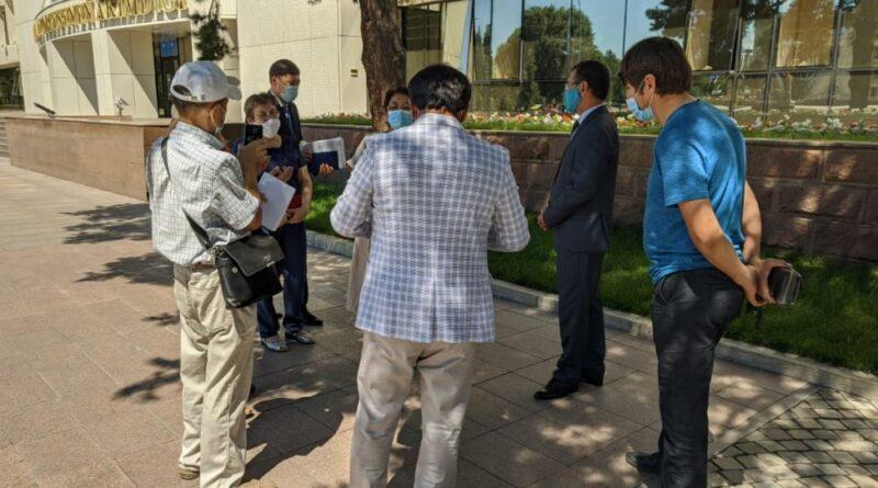 В Алматинской области сельчане приехали к Амандыку Баталову жаловаться на гидрологов