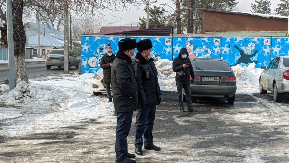 В Талдыкоргане антиваксеры провели незаконную акцию протеста против прививок от COVID-19